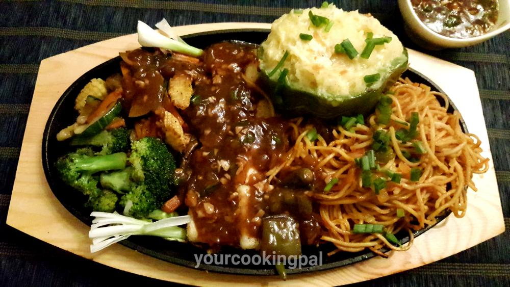 Paneer Chilli Sizzlers with Noodles